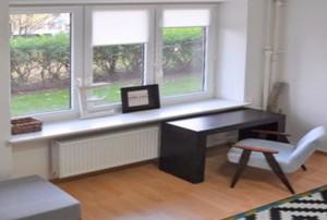 zdjęcie przedstawia salon mieszkania w Warszawie na sprzedaż