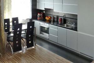 zdjęcie przedstawia aneks kuchenny w mieszkaniu