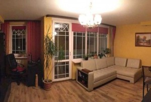 zdjęcie przedstawia duzy pokój w mieszkaniu na Bemowie
