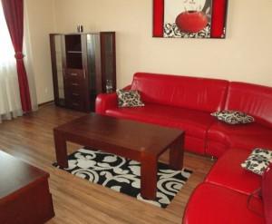na zdjęciu salon mieszkania w Warszawie na sprzedaż