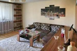 na zdjęciu salon mieszkania na sprzedaż, na Bielanach, w Warszawie