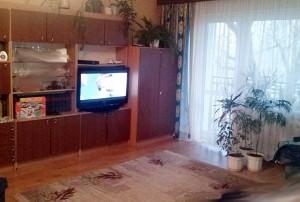 na zdjęciu wnętrze mieszkania na sprzedaż w Warszawie, salon
