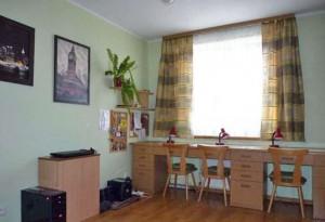zdjęcie przedstawia duży pokój mieszkania na Bielanach w Warszawie