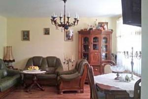 na zdjęciu mieszkanie w Warszawie na sprzedaż widok na salon