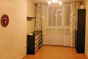 zdjęcie przedstawia salon w mieszkaniu na sprzedaż w Warszawie na Woli 126-5927-1