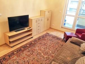 zdjęcie przedstawia mieszkanie na wynajem w Warszawie widok na salon