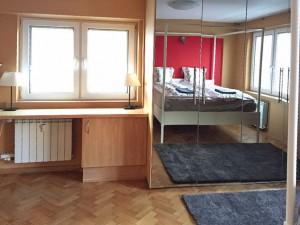 zdjęcie przedstawia wnętrze mieszkania na sprzedaż w Warszawie