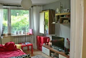 widok na salon w mieszkaniu do sprzedaży na Bemowie w Warszawie