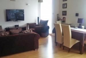 na zdjęciu salon w mieszkaniu na sprzedaż na Bemowie, w Warszawie