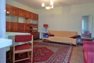 zdjęcie przedstawia duży pokój w mieszkaniu na sprzedaż w Warszawie