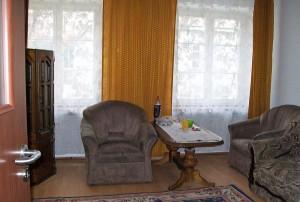 na zdjęciu mieszkanie do sprzedaży w Śródmieściu Warszawy, widok na salon