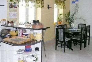 widok na salon z aneksem kuchennym w mieszkaniu na sprzedaż, Warszawa Bemowo