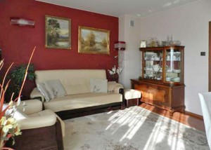 na zdjęciu salon w mieszkaniu do sprzedaży na Bemowie w Warszawie