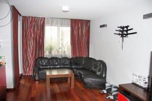 zdjęcie przedstawia salon w mieszkaniu
