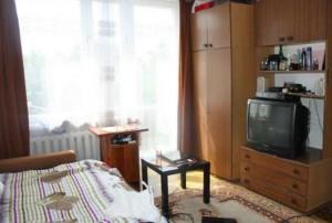na zdjęciu salon w mieszkaniu na sprzedaż w dzielnicy Ursus w Warszawie