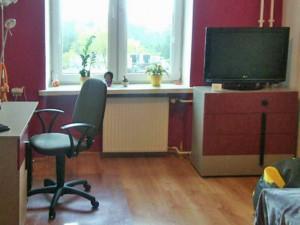 na zdjęciu salon w mieszkaniu do sprzedaży w Warszawie, na Woli