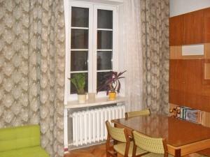 wnętrze jednego z pokoi w mieszkaniu na sprzedaż w Warszawie