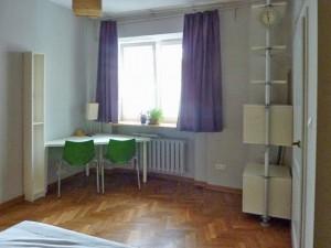 na zdjęciu mieszkanie do sprzedaży na Ochocie w Warszawie, widok na salon
