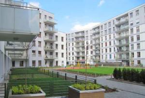 na zdjęciu apartamentowiec w  Warszawie, w którym znajduje się oferowane mieszkanie na sprzedaż