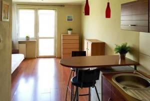 zdjęcie przedstawia salon w mieszkaniu do sprzedaży na warszawskiej Ochocie