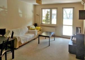zdjęcie przedstawia salon w mieszkaniu do sprzedaży na warszawskich Bielanach