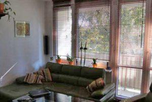 na zdjęciu duży pokój w mieszkaniu na sprzedaż w Warszawie, dzielnica Wola