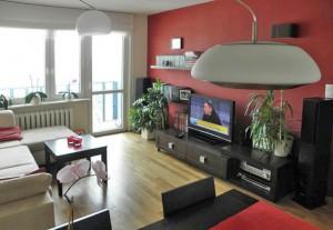 zdjęcie przedstawia salon w mieszkaniu na sprzedaż w Warszawie na Bielanach