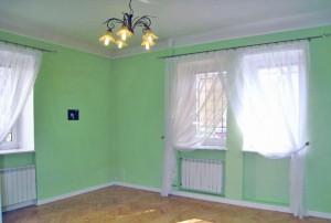 na zdjęciu duży pokój w mieszkaniu do sprzedaży w Śródmieściu Warszawy