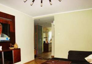 na zdjęciu duży pokój w mieszkaniu na sprzedaż w Warszawie - Śródmieście