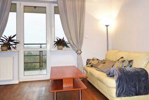 zdjęcie przedstawia duży pokój w mieszkaniu do sprzedaży w  Warszawie, w dzielnicy Bielany