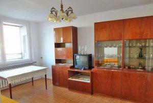 na zdjęciu salon w mieszkaniu na sprzedaż, w Warszawie, w dzielnicy Bielany
