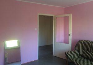 zdjęcie przedstawia duży pokój w mieszkaniu do sprzedaży Warszawie (Bielany)
