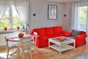 na zdjęciu luksusowo urządzazony salon w mieszkaniu do sprzedaży w Warszawie - Bemowo