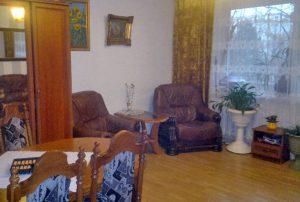 na zdjęciu salon w mieszkaniu na sprzedaż w Warszawie - Bemowo