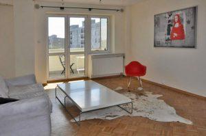 na zdjęciu salon w mieszkaniu do sprzedaży w Śródmieściu Warszawy