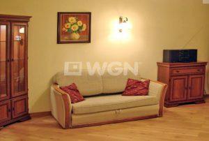 na zdjęciu salon w mieszkaniu na sprzedaż na Bemowie w Warszawie