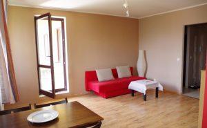 na zdjęciu mieszkanie na warszawskim  Bemowie do sprzedaży, widok na salon