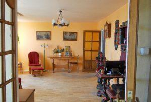zdjęcie przedstawia duży pokój w mieszkaniu do sprzedaży w Warszawie - Bemowo