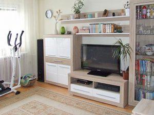 zdjęcie przedstawia salon w mieszkaniu na sprzedaż w Warszawie - Bemowo