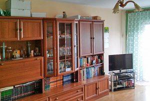 na zdjęciu fragment salonu w mieszkaniu w Warszawie na Bielanach do sprzedaży