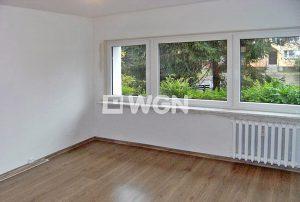 wnętrze mieszkania na sprzedaż z widokiem na zieleń w Warszawie - Wola