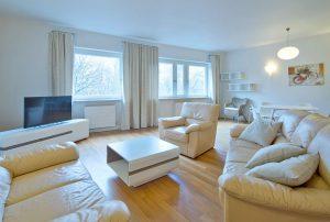 na zdjęciu luksusowy salon w mieszkaniu w Śródmieściu Warszawy do sprzedaży