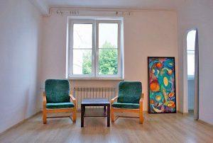 widok na salon w mieszkaniu na sprzedaż w Śródmieściu Warszawy