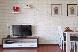 na zdjęciu salon w mieszkaniu na Bemowie, w Warszawie do sprzedaży