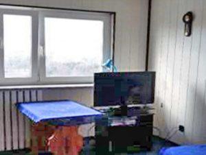zdjęcie przedstawia fragment salonu w mieszkaniu do sprzedaży w Warszawie