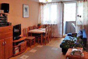 na zdjęciu salon w mieszkaniu w Warszawie do sprzedaży