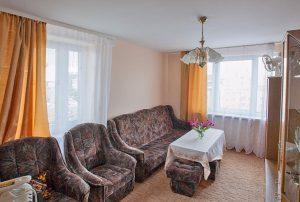 zdjęcie przedstawia salon w mieszkaniu do sprzedaży w Warszawie - Śródmieście
