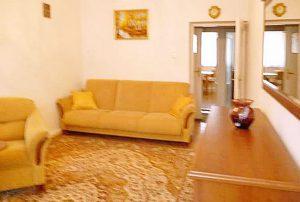 widok na salon w mieszkaniu na sprzedaż w Warszawie