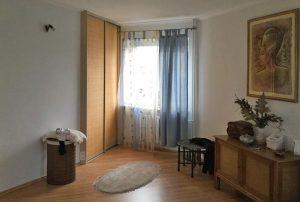 na zdjęciu salon w mieszkaniu do sprzedania w Warszawie