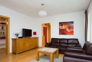 widok na salon w mieszkaniu do sprzedaży w Warszawie - Bemowo